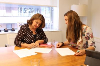 Firma del acuerdo con Llorente&Cuenca