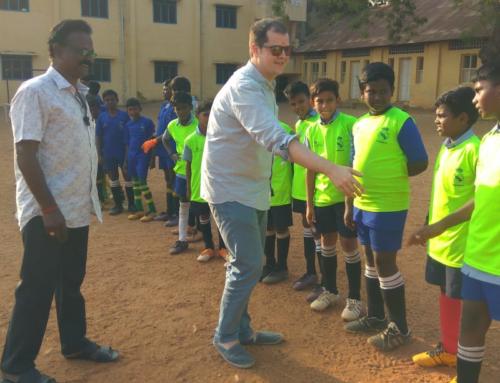 Ernst & Young visita las escuelas socio-deportivas y valora el trabajo realizado